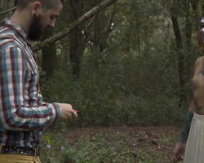 BELLE DAME in Woods