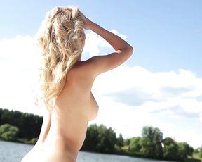 Nude Art - Sunny Girl