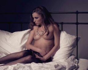 Nude Art Girl - Marionette