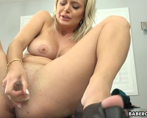 Solo dame, Natalia Starr is dildoing her vag, in 4K