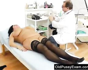 Adult Toy in gash during a housewife gynecology