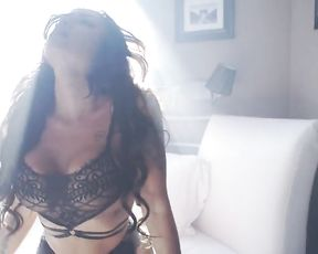 Outstanding Glamour Art in Sensuous Video with Sexy Bulgarian Softcore Model
