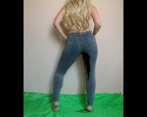 Light-Haired Lady Piss in Jeans Leggins - Pissing in Clothes