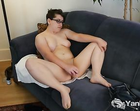 Short Haired Ivy Toying Her Fuckbox