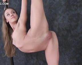 Nimble Nymph Gimnastica-ritmika Margo in Glamour-open up Demonstrate 4