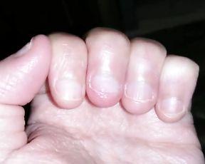 Damsel mitt fetish and screws biting glamour handworship asmr Fétichisme des mains de ladies et d%27ongles rongés culte erotique des mains asmr