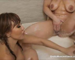 EroticMuscleVideos BrandiMae Supah-Scorching Bath Caboose-Hump