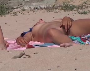 Nude Beach Coochie Have Joy (this Stunning Chick Flashes her Labia... and Surreptitiously Plays with her Joy Button)