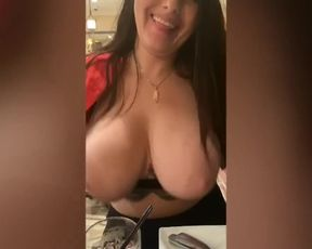 LADY HEADS NAKED IN PUBLIC RESTAURANT!!!