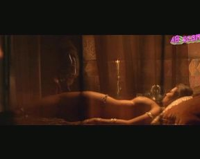 Manuela Arcuri totalmente nuda