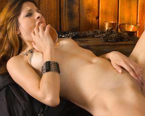 Cosplay Naked Girl Masturbating - Evilyn - Tracker