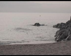 Julia Roca porn - El chico de la playa nudista - XConfessions 5 (2015)