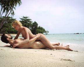 Couple Sensual Sex on the beach Video