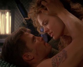 Celebs sex scene Dina Meyer nude – Starship Troopers (1997)