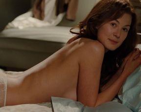 Rosamund Pike sexy – Barney's Version (2010)