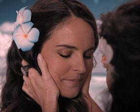 Celebrity Lesbian Video - Bridget Regan, Yara Martinez Lesbian Kisses - Jane the Virgin (2017) s04e01