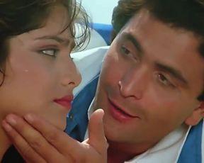Naked scenes SONAM BIKINI SCENE RARELY Movie-Vijay (1988)