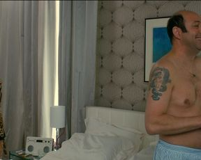 Sexy Monica Bellucci hot - Des gens qui s'embrassent (2013) TV show scenes