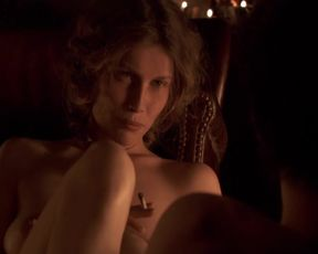 Celebs Laetitia Casta, Kate Moran, Olivia Cote Nude - Nes en 68 (2008)