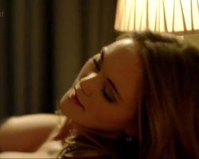 Sexy Jayne Wisener Nude - Injustice s01e02-05 (2011)