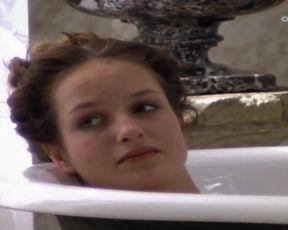 Sexy Lara-Joy Korner nude - Todliche Diamanten (1998)