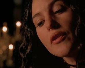 Hot celebs video Monica Bellucci Nude - Le pacte des loups (2001)