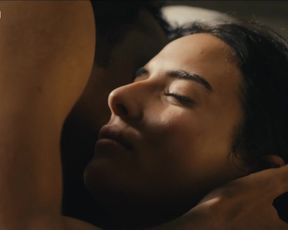 Hot scene Nailia Harzoune Nude - Renaitre (2015)