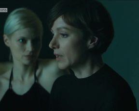 Sexy Mavie Hörbiger, Julia Koschitz - Spuren des Bösen. Begierde (2016) TV show scenes