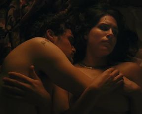 Desiree Akhavan Nude - Appropriate Behavior (2014)