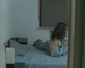 Diana Avramut - Cand se Lasa Seara peste Bucuresti sau Metabolism (2013) celebrity topless scenes