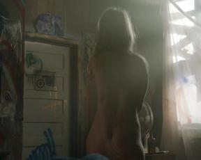 Yana Gold (Yana Guitberg) - Bitten s01e01 (2014) celebrity sexy video