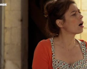 Laure Calamy - Zouzou (2014) celebrity pie scene
