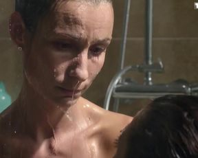 Jennifer Lauret - Une Famille Formidable s12e04 (2015) celeb nude video