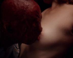 Sarah-Megan Allouch, Mathilde Mennetrier nude - Les iles (2017)