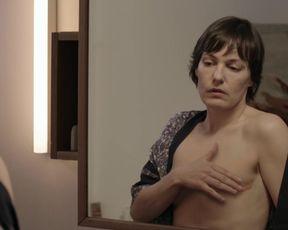 Nicolette Krebitz nackte - Freundinnen - Alle fur eine (2015)