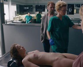 Odine Johne naked - Erzgebirgskrimi Todlicher Akkord (2020)