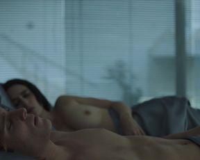 Pilar Santacruz nude - Luis Miguel La Serie s01e04 (2017)