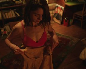 Natalia Dyer, Karin Eaton - Mountain Rest (2018) Hot naked video
