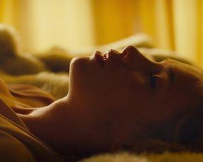 Luissa Cara Hansen, Rieke Seja - Sex verandert Alles (2019) sexy hot movie scene