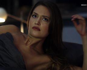 Amrei Haardt nude - Einstein (2016) (Season 1, Episode 2)