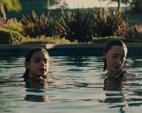 Saoirse Ronan, Odeya Rush - Lady Bird (2017) Сut naked video
