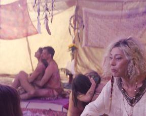 Janina Uhse, Felicitas Woll nackt - Berlin, Berlin (2020) Nude Scenes