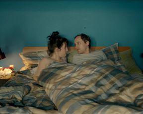 Marlene Morreis - Komm schon! s01e01 (2015) Nude TV movie scene