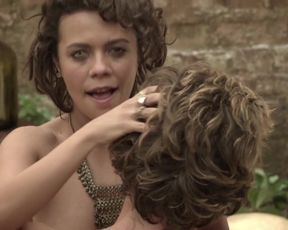Joana Gatis, Thaíssa Cavalcanti, and other - Soledad (2015) sexy topless scenes