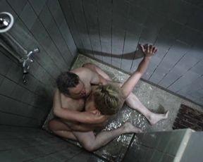Nellie Benner nude - Vlees (2010)