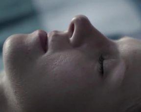 Marta Nieradkiewicz, Katarzyna Herman nude – Plynace wiezowce (2013) (Explicit Sex Movie)