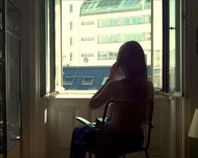 Elisabeth Umlauft - Gehen am Strand (2013)
