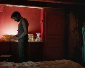 Lola Creton nude - Devoilees (2018)