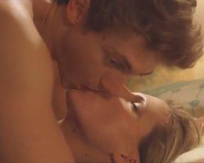 Michelle Hunziker Nude - Voglio stare sotto al letto (1999)