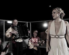 Sienna Miller, Scarlett Kapella, Izabella Miko - Two Jacks (2012)